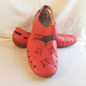 Propet Chickadee Loafer Red Poppy | Size 8W